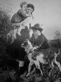 EW 0348 – Mutter mit Kindern und Ziegen