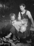 EW 0349 – Mädchen mit Krug und Kind bei Küken